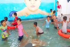 MAA-RANJANA-DEVI-INTERNATIONAL-SCHOOL-KIDS-ENJOY-IN-SWIMMING-POOL-1
