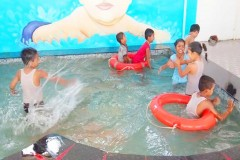 MAA-RANJANA-DEVI-INTERNATIONAL-SCHOOL-KIDS-ENJOY-IN-SWIMMING-POOL-3